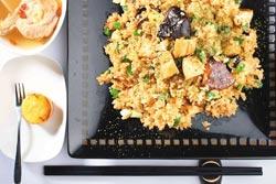 花菇鮑魚炒飯/套餐600元▲日本鮮鮑滷過後,用滷汁搭日本花菇炒飯。攝影  鄭夙玲