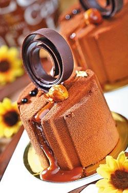 焦糖花生巧克力慕斯/90元▲外層入口即化,夾餡則帶有花生與焦糖的顆粒感。攝影  鄭夙玲