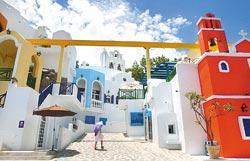 ▲義大主題樂園把希臘小島的浪漫風情帶進園區,某些角落有置身希臘小島的幻覺。攝影  范揚光