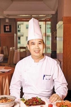 主廚許圳有35年的川菜經驗,經過這次大陸北京考察,廚藝更為精進。■楊為仁/攝影