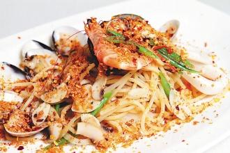 「避風塘白酒海鮮義大利麵」是店中的招牌美食。(記者徐兆玄/攝影)