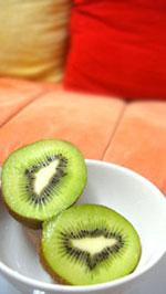 奇異果、柑橘類水果等,熱量較低,富含的膳食纖維容易產生飽足感,適合宵夜族食用