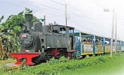 溪湖糖廠是台灣唯一有蒸氣火車頭帶著旅客遊覽的觀光糖廠,搭著火車穿越彰化田園非常有意思。